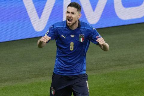 Ο Ζορζίνιο πανηγυρίζει μετά από την πρόκριση της Ιταλίας στον τελικό του Euro 2020 εις βάρος της Ισπανίας | 6 Ιουλίου 2021