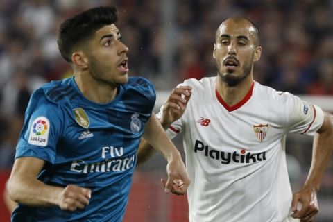 Real Madrid's Marco Asensio, left, and Sevilla's Pizarro, challenge for the ball during La Liga soccer match between Sevilla and Real Madrid at the Sanchez Pizjuan stadium, in Seville, Spain on Wednesday, May 9, 2018. (AP Photo/Miguel Morenatti)