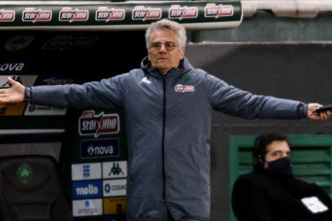 Ο Λάζλο Μπόλονι αγανακτισμένος από το ματς με τον Ολυμπιακό /14-2-2021