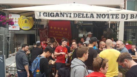Το Sport24.gr στη Ρώμη: μπύρες, συνθήματα, τραγούδια από τους οπαδούς της Λίβερπουλ