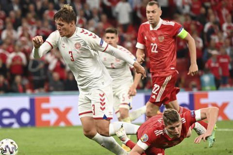Στιγμιότυπο απ' την αναμέτρηση της Δανίας με τη Ρωσία για το Euro 2020