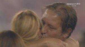 Ολυμπιακός: Το φιλί του Μαρτίνς στη σύζυγό του