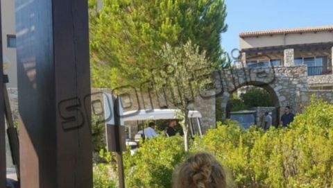 Photo: Ο Ανιέλι στο ελληνικό ξενοδοχείο όπου μένει ο Ρονάλντο