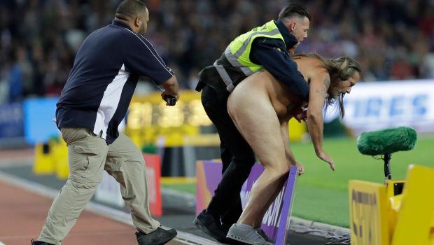AP_17217745141731 Γυμνός εισβολέας έτρεξε τα 100μ. πριν το Μπολτ και τον Γκάτλιν [εικόνες & βίντεο]