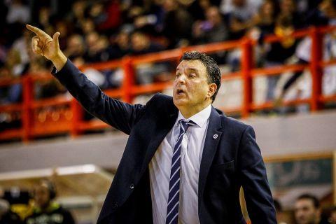 Ο Βαγγέλης Αγγέλου σε ματς Λάρισα - ΑΕΚ για τη Stoiximan Basket League