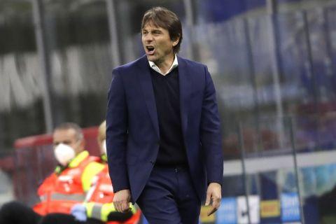 IΟ Κόντε φωνάζει στους παίκτες του στο Ίντερ - Ρόμα για τη Serie A.