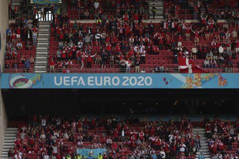 Οι φίλαθλοι της Δανίας στην αναμέτρηση με την Φινλανδία για το Euro 2020