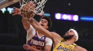 NBA: Ο Τζόνσον έκανε πόστερ τον ΜακΓκί και έπιασε κορυφή