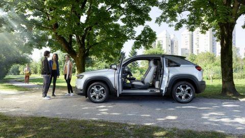Τα εμβληματικά coupe της Mazda: από το R360 στο ΜΧ-30