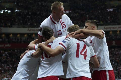 Οι παίκτες της Πολωνίας πανηγυρίζουν το γκολ του Κρουσκόβιακ κόντρα στην Αλβανία για τα προκριματικά του Μουντιάλ