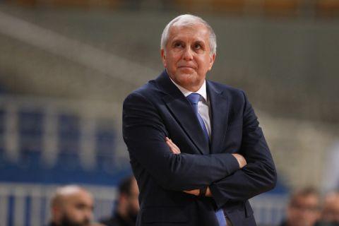 Ο Ζέλικο Ομπράντοβιτς στον πάγκο της Φενέρμπαχτσε σε αγώνα της Euroleague κόντρα στον Παναθηναϊκό στο ΟΑΚΑ