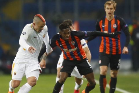 Roma's Radja Nainggolan, left, duels for the ball with Shakhtar's Fred, center, during the Champions League, round of 16, first-leg soccer match between Shakhtar Donetsk and Roma at the Metalist Stadium in Kharkiv, Ukraine, Wednesday, Feb. 21, 2018. (AP Photo/Efrem Lukatsky)