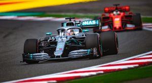GP Κίνας: «Αόρατος» Χάμιλτον, ναυάγιο της Ferrari