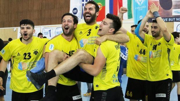 Σύσσωμο το ελληνικό χάντμπολ στο ΑΕΚ- Τούρντα