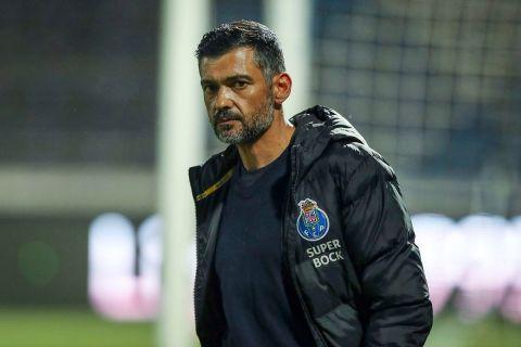 """Ο προπονητής της Πόρτο, Σέρζιο Κονσεϊσάο, σε στιγμιότυπο της αναμέτρησης με τη Φαμαλικάο για την Primeira Liga 2019-2020 στο """"Μουνισιπάλ 22 ντε Ζούνιο"""", Φαμαλικάο   Τετάρτη 3 Ιουνίου 2020"""