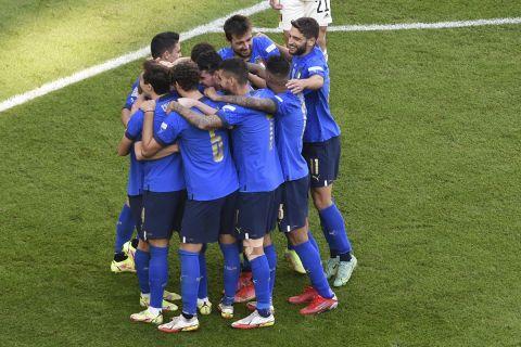 Οι παίκτες της Ιταλίας πανηγυρίζουν το γκολ του Νικολό Μπαρέλα κόντρα στο Βέλγιο για το Nations League   10 Οκτωβρίου 2021