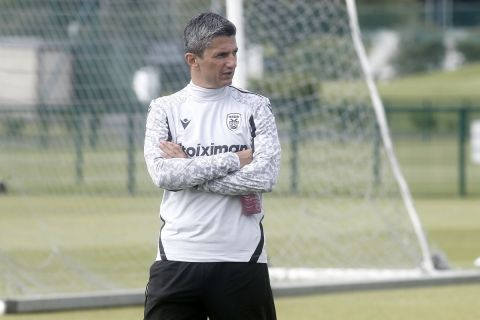 Ο Ραζβάν Λουτσέσκου από προπόνηση του ΠΑΟΚ στο Δουβλίνο   4 Αυγούστου 2021