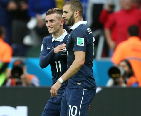 PORTO ALEGRE, BRAZIL - JUNE 15:  Karim Benzema of France (R) celebrates with Antoine Griezmann after scoring their team's first goal after a penalty kick during the 2014 FIFA World Cup Brazil Group E match between France and Honduras at Estadio Beira-Rio on June 15, 2014 in Porto Alegre, Brazil.  (Photo by Jeff Gross/Getty Images)