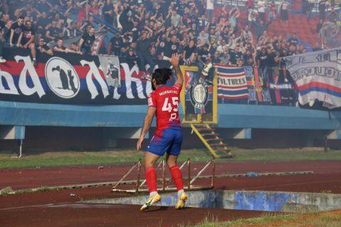 Ο Παναγιώτης Μωραϊτής πανηγυρίζει ένα από τα γκολ του με την Μπόρατς