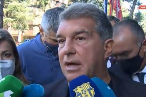 Ο Τζουάν Λαπόρτα μιλά στους δημοσιογράφους έξω από ξενοδοχείο της Μαδρίτης, όπου διαμένει η αποστολή της Μπαρτελόνα