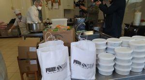 Κορονοϊός: Οι οπαδοί του ΠΑΟΚ προσέφεραν φαγητό στους εργαζομένους του ΑΧΕΠΑ