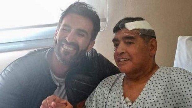 Η τελευταία φωτογραφία του Ντιέγκο Μαραντόνα μετά από την εγχείρηση στην οποία υποβλήθηκε.