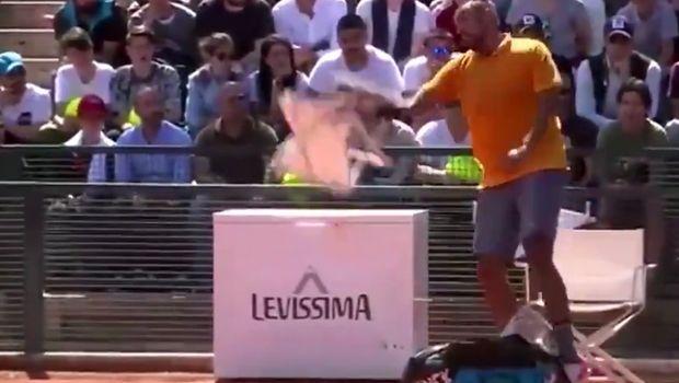 Ο Κύργιος έσπασε τη ρακέτα του, εκτόξευσε καρέκλα και έβρισε τους θεατές!