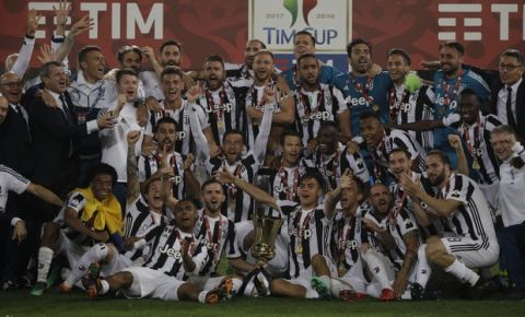 Juventus players celebrate with the trophy at the end of the Italian Cup final soccer match between Juventus and AC Milan, at the Rome Olympic stadium, Wednesday, May 9, 2018. Juventus won 4-0. (AP Photo/Gregorio Borgia)