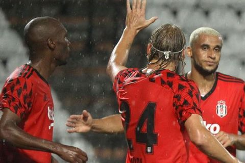 Παίκτες της Μπεσίκτας πανηγυρίζουν γκολ που σημείωσαν κόντρα στον ΠΑΟΚ για τον 2ο προκριματικό γύρο του Champions League στο γήπεδο της Τούμπας | Τρίτη 25 Αυγούστου 2020