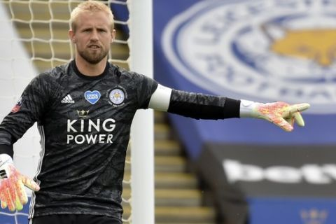 Leicester's goalkeeper Kasper Schmeichel gives instructions to his players during the FA Cup sixth round soccer match between Leicester City and Chelsea at the King Power Stadium in Leicester, England, Sunday, June 28, 2020. (AP Photo/Rui Vieira, Pool)