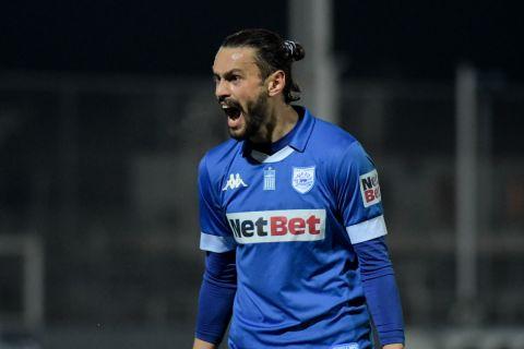 Ο Καρτάλης πανηγυρίζει γκολ του στο ΠΑΣ Γιάννινα - Ατρόμητος στα playouts της Super League Interwetten.