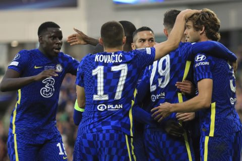 Οι ποδοσφαιριστές της Τσέλσι πανηγυρίζουν το γκολ που σημείωσαν