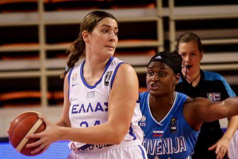 Η Μαριέλλα Φασούλα με την φανέλα της Εθνικής Ελλάδος