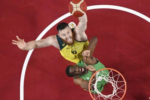 Ο Άρον Μπέινς με τη φανέλα της Αυστραλίας στους Ολυμπιακούς Αγώνες του Τόκιο