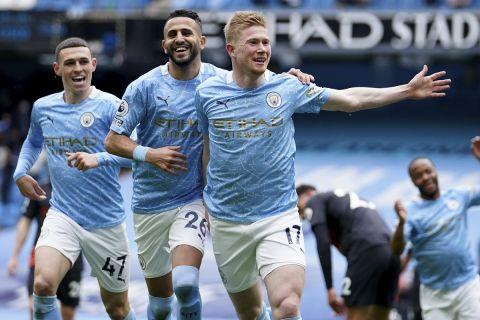 Φόντεν, Μαχρέζ και Ντε Μπρόινε πανηγυρίζουν στην Premier League γκολ κόντρα στην Έβερτον