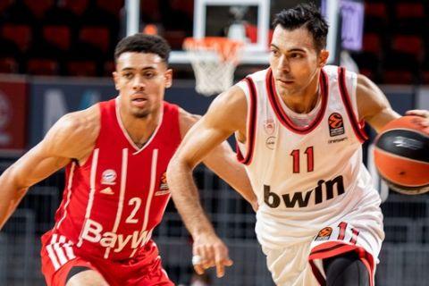 Ο Γουέιντ Μπάλντουιν μαρκάρει τον Κώστα Σλούκα στο ματς Μπάγερν Μονάχου - Ολυμπιακός για την πέμπτη αγωνιστική της EuroLeague 2020/21