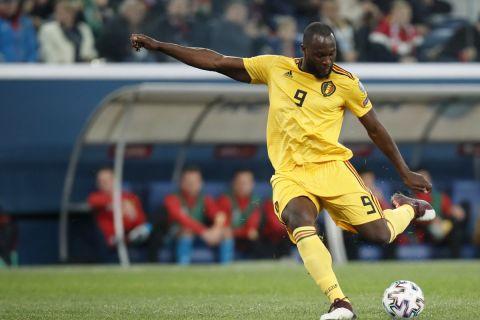 Ο Ρομελού Λουκακό έτοιμος να σουτάρει σε αγώνα της Εθνικής Βελγίου