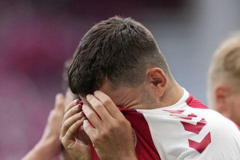 Οι παίκτες της Δανίας σε κατάσταση σοκ μετά την κατάρρευση του Έρικσεν στον αγωνιστικό χώρο στο Δανία - Φινλανδία