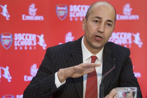 Ο CEO της Άρσεναλ, Ιβάν Γκαζίδης, σε στιγμιότυπο της συνέντευξης Τύπου ενόψει της συνεργασίας με την Emirates, Ντουμπάι | Πέμπτη 21 Μαΐου 2009