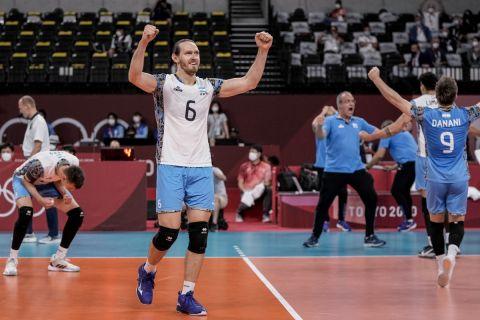 Η Αργεντινή πανηγυρίζει την πρόκρισή της στα ημιτελικά του ολυμπιακού τουρνουά βόλεϊ