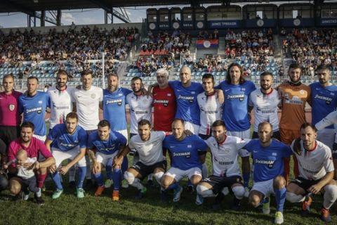Αγώνας ποδοσφαίρου ανάμεσα στην ομάδα του ΑΟ Τρίκαλα με την ομάδα φίλων του Σωτήρη Κυργιάκου, την Τρίτη 22 Μαϊου 2018 στο Δημοτικό στάδιο Τρικάλων. Η ομάδα του Σωτήρη Κυργιάκου αποτελείται από μία πλειάδα παλιών διεθνών άσσων πολλοί εκ των οποίων συμμετείχαν στο έπος του 2004 στην Πορτογαλία. Σκοπός της αναμέτρησης όλα τα έσοδα θα δοθούν στην οικογένεια της 12χρονης Κωνσταντίνας που πάσχει από καρδιακή ανεπάρκεια τελικού σταδίου. Με την ομάδα του Σωτήρη Κυργιάκου αγωβνίστηκαν μεταξύ άλλων οι Γιάννης Αμανατίδης, Στράτος Αποστολάκης, Γιώργος Βακουφτσής, Σπύρος Βάλλας, Λεωνίδας Βόκολος, Στέλιος Γιαννακόπουλος, Κώστας Κατσουράνης, Παντελής Καφές, Ηλίας Κυριακίδης, Νίκος Λυμπερόπουλος, Άγγελος Μπασινάς, Δημήτρης Μπενετάτος, Αντώνης Νικοπολίδης, Κώστας Πούλιος, Χρήστος Πράπας, Δημήτρης Σαλπιγγίδης, Βαγγέλης Τσιούκας και Αντελίνο Βιερίνια. (EUROKINISS SPORTS/ΘΑΝΑΣΗΣ ΚΑΛΛΙΑΡΑΣ)