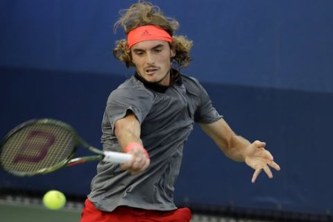 Stefanos Tsitsipas, of Greece, returns a shot to Tommy Robredo, of Spain, during the first round of the U.S. Open tennis tournament, Monday, Aug. 27, 2018, in New York. (AP Photo/Kevin Hagen)