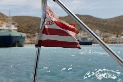 Στο σκάφος του Νέρι Καστίγιο υπάρχει η σημαία του Ολυμπιακού