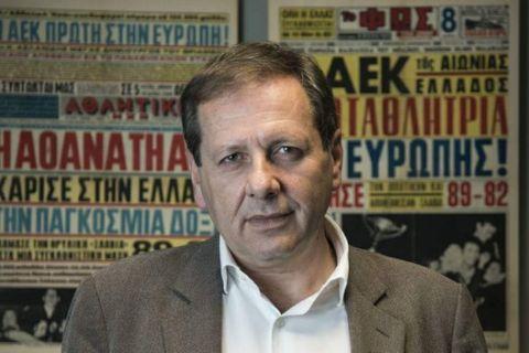"""Ο Αγγελόπουλος """"ανακοίνωσε"""" Παπαθεοδώρου με μήνυμα προς τους οργανωμένους"""