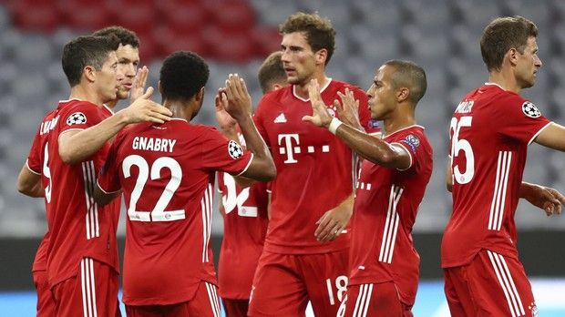 Bayern's Ivan Perisic, second left, celebrates with teammates after scoring his team's second goal during the Champions League round of 16 second leg soccer match between Bayern Munich and Chelsea at Allianz Arena in Munich, Germany, Saturday, Aug. 8, 2020. (AP Photo/Matthias Schrader)