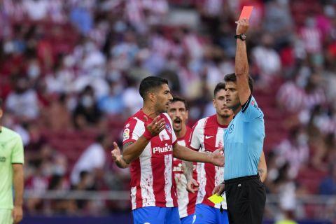 Ο ρέφερι, Χιλ Μανσάνο, αποβάλει τον Ζοάο Φελίξ από το παιχνίδι Ατλέτικο - Μπιλμπάο
