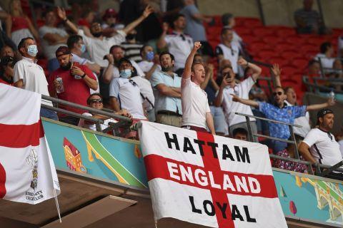 Οι οπαδοί της Αγγλίας στο Γουέμπλεϊ στην αναμέτρηση με την Κροατία για το Euro 2020.