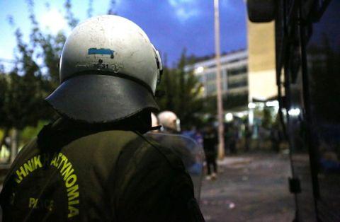 Πετροπόλεμος οπαδών με Αστυνομικούς