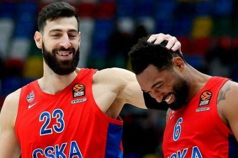 Ο Σενγκέλια με τον Χίλιαρντ σε αγώνα της ΤΣΣΚΑ για την EuroLeague 2020/21