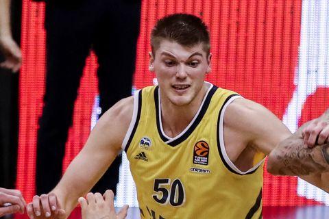 Ο σέντερ της Άλμπα Βερολίνου, Μπεν Λάμερς, σε αγώνα από τη EuroLeague της σεζόν 2020/21